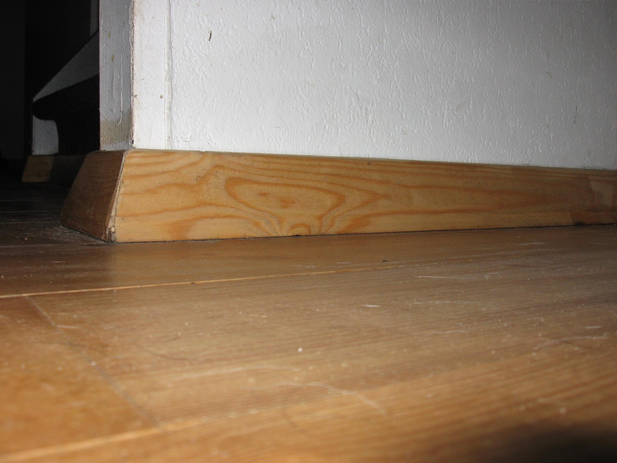 Come riparare i battiscopa di casa in poche mosse for Pavimento esterno brico casa
