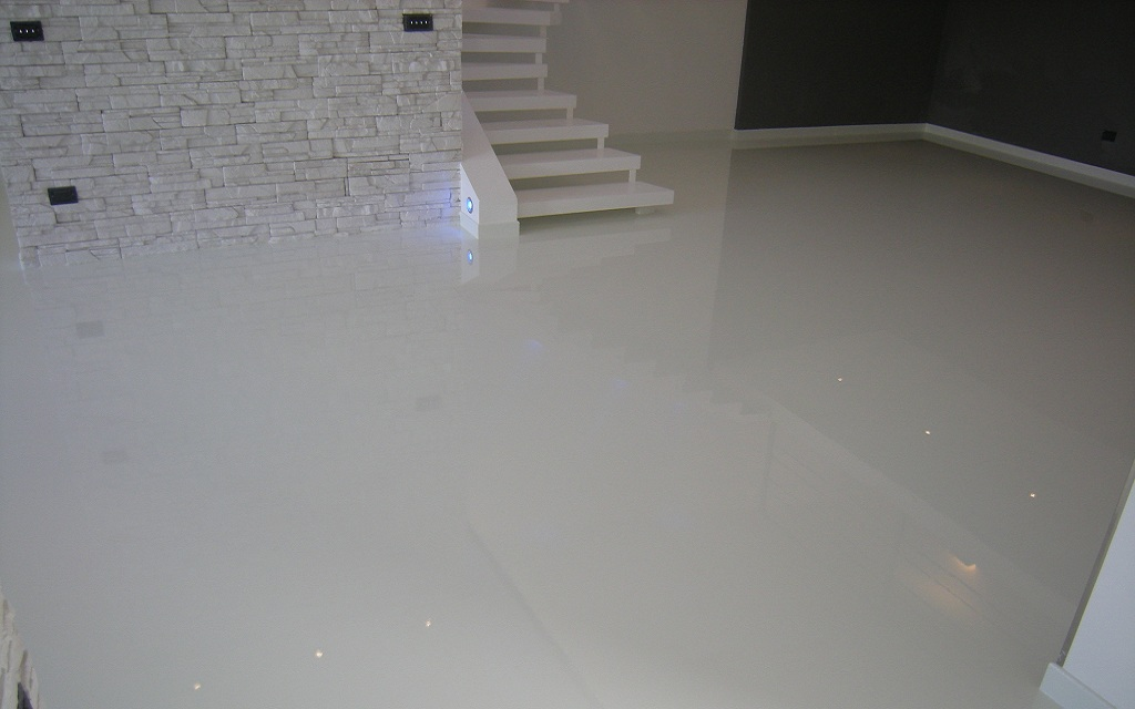 Vantaggi e svantaggi dei pavimenti in resina