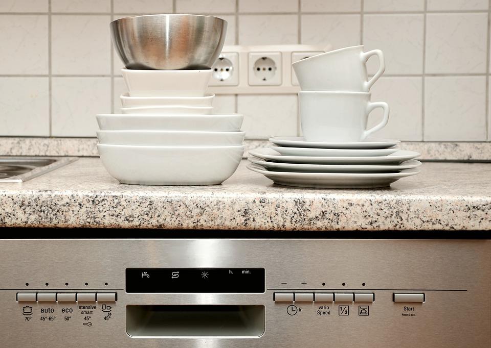 Come pulire la lavastoviglie con metodi naturali e sicuri