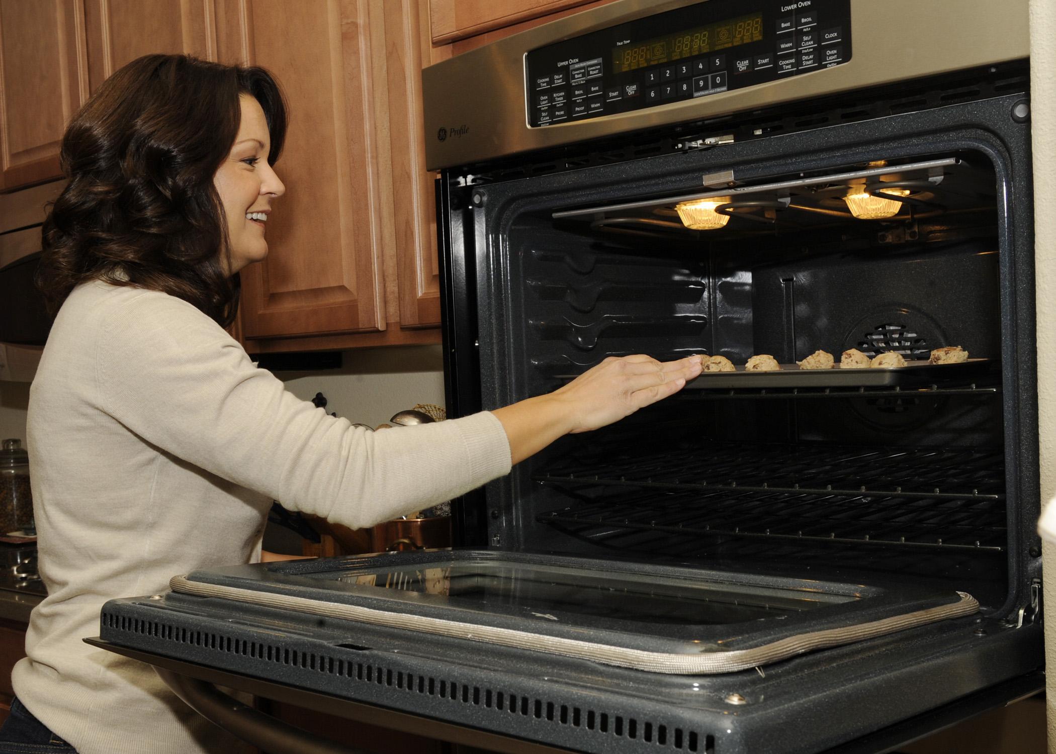 pulizia forno: come pulire il forno elettrico senza fatica