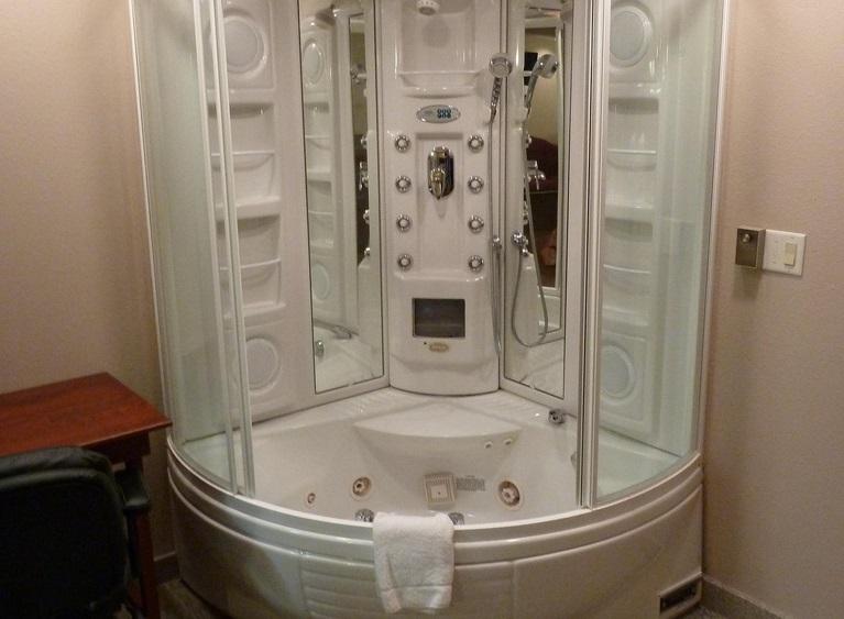 Doccia idromassaggio: perchè preferirla alla vasca e come montarla