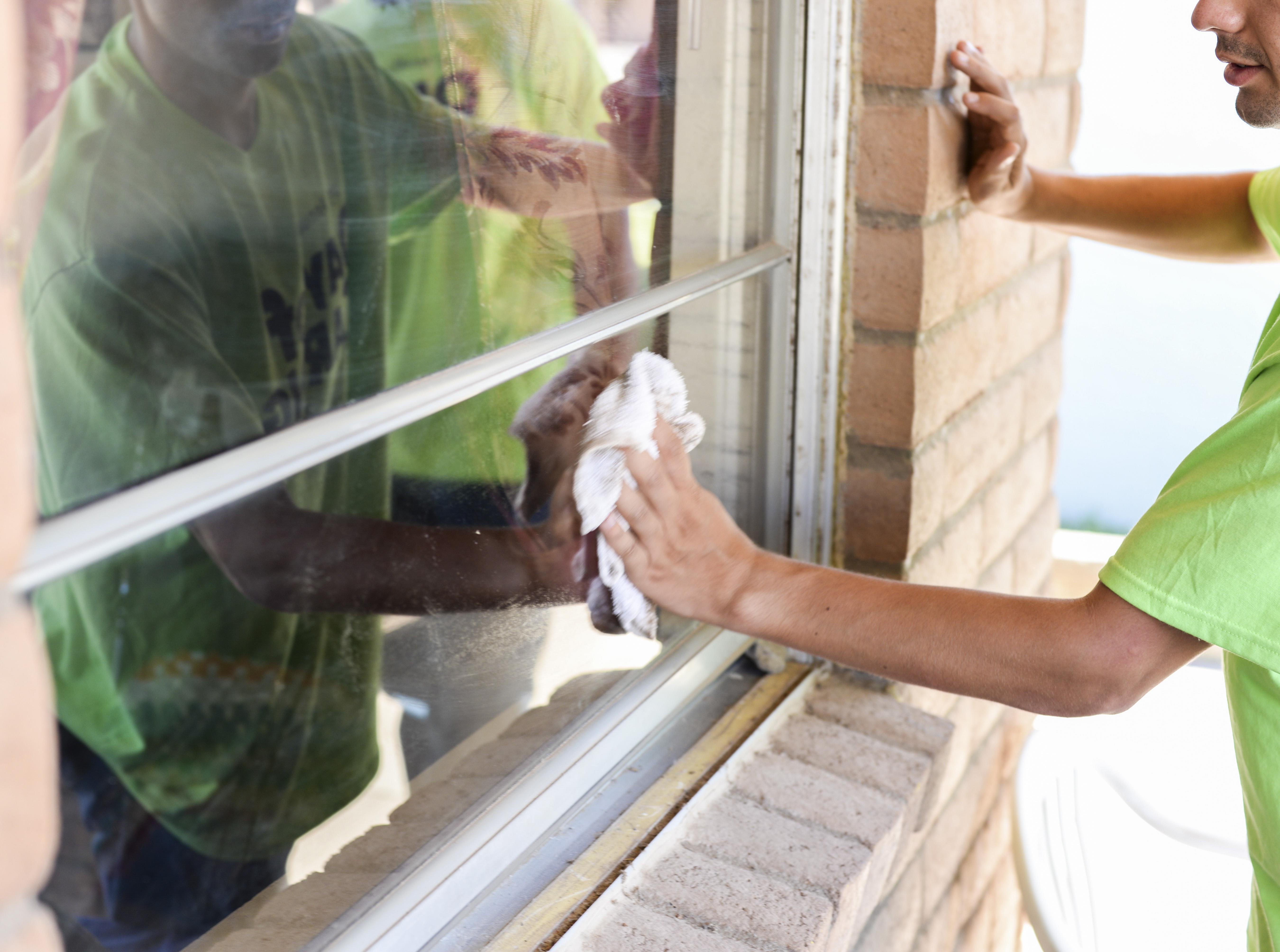 Come pulire i vetri in modo semplice ed efficace consigli - Pulire vetri finestre ...