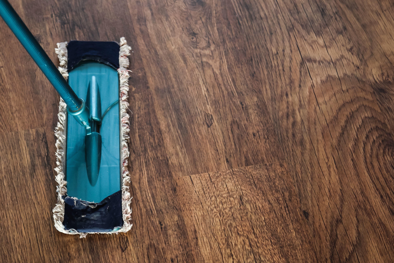 Come pulire il parquet senza rischiare di rovinarlo for Pulire parquet