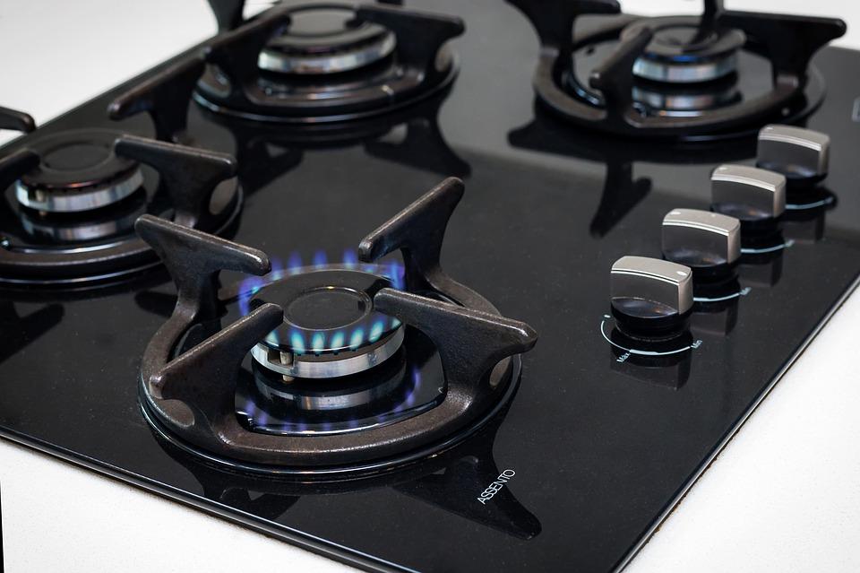 Piano Cottura: meglio a gas o induzione? Vantaggi e svantaggi da considerare