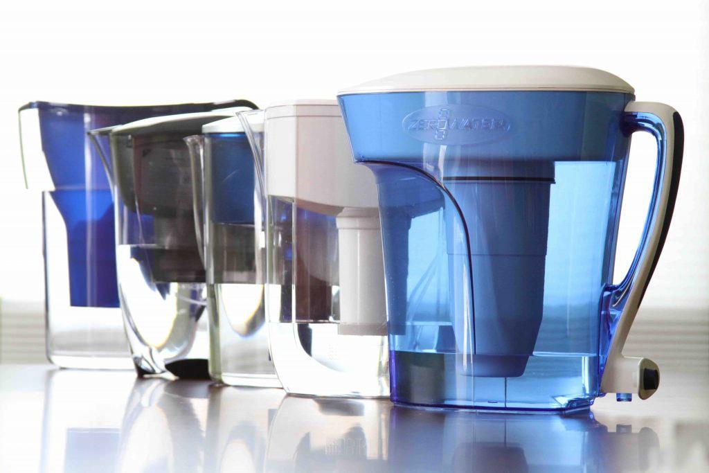La caraffa filtrante funziona davvero? Pro e contro delle brocche che purificano l'acqua