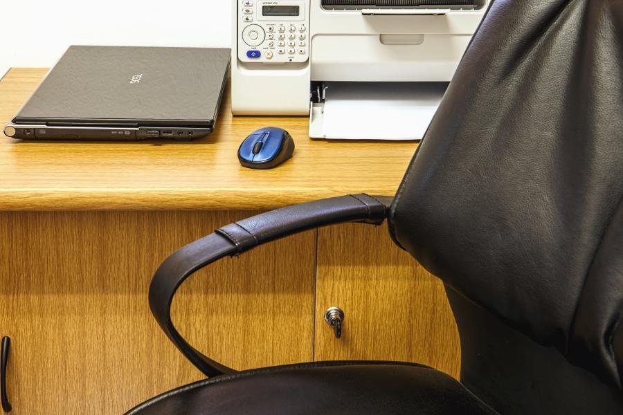 Sedie da ufficio ecco quali caratteristiche devono avere for Sedute da ufficio
