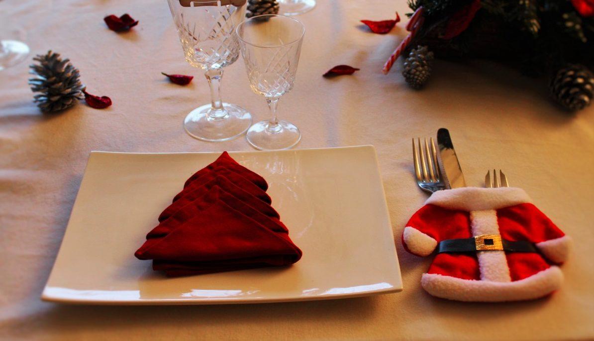 Idee Creative Per Natale tovaglioli natalizi: idee e tutorial semplici per una tavola