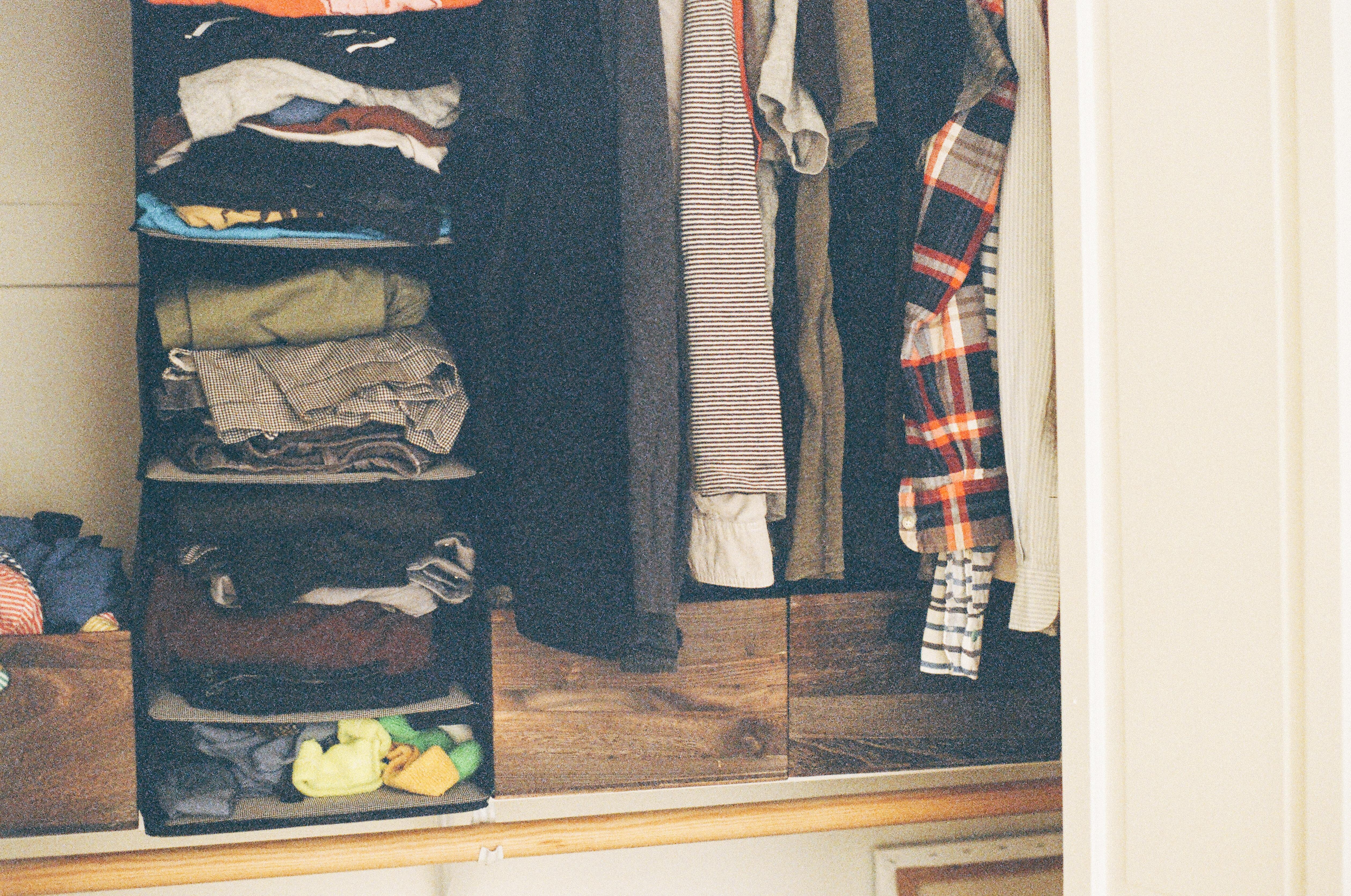 Come tenere in ordine l'armadio con gli accessori giusti